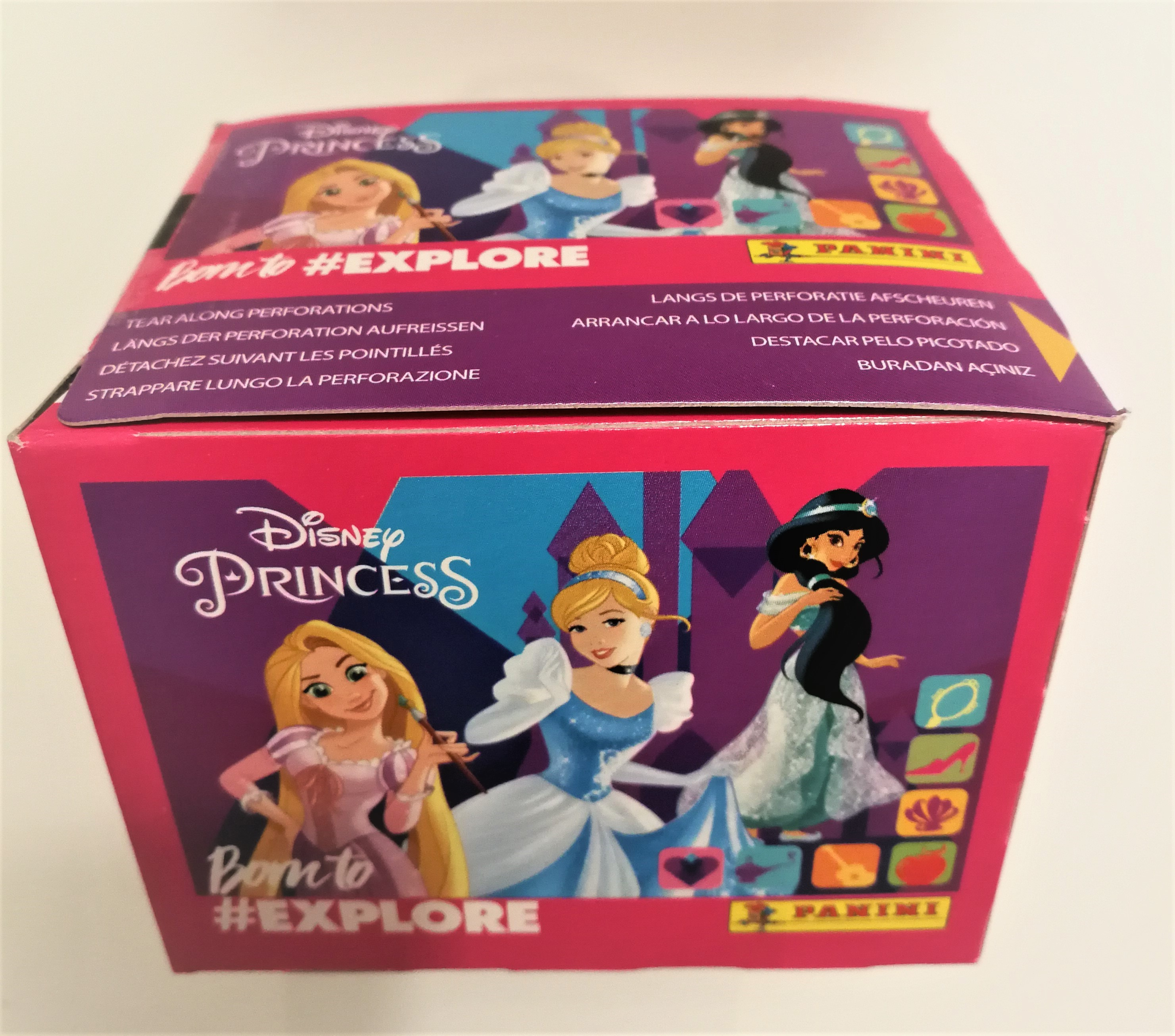 Box 50 Bustine figurine Panini Principesse Born  To  #Explore Disney